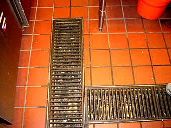 施工実例:厨房より下階への漏水工事Photo